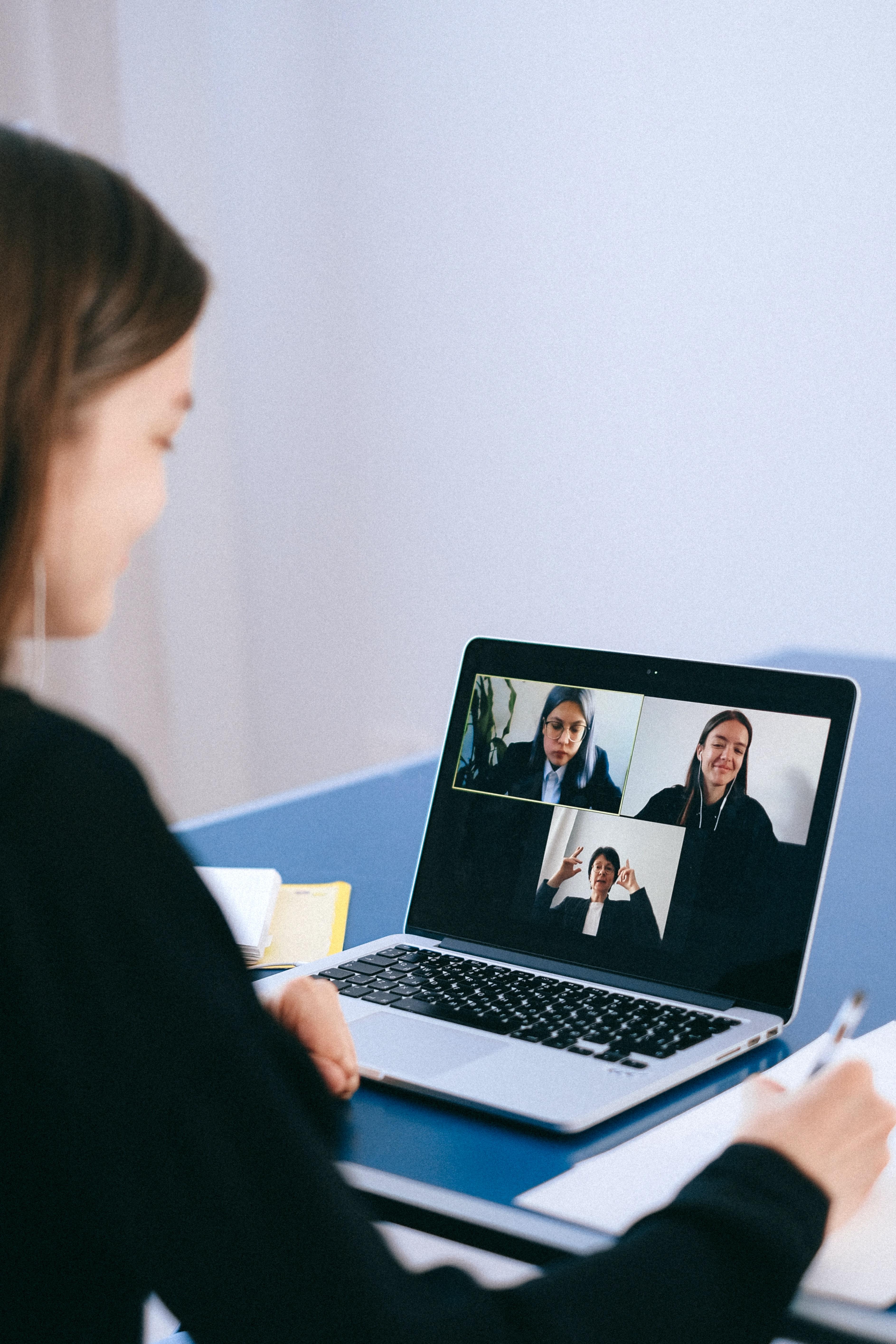 Se permiten las reuniones telemáticas y sin sesión para órganos de administración y gestión de personas jurídicas civiles y mercantiles